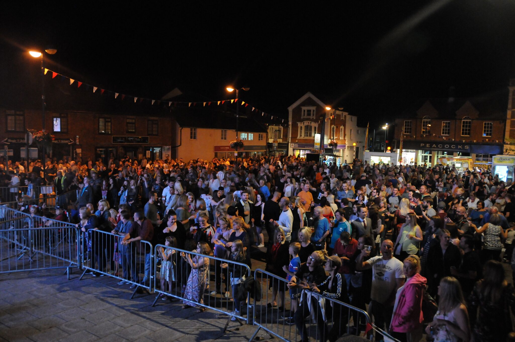 crowds at the tribute night